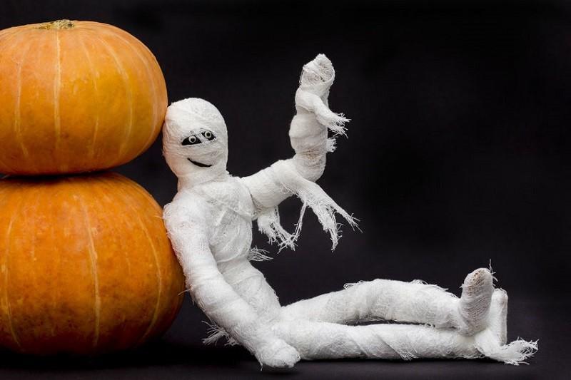 Mummy Hands