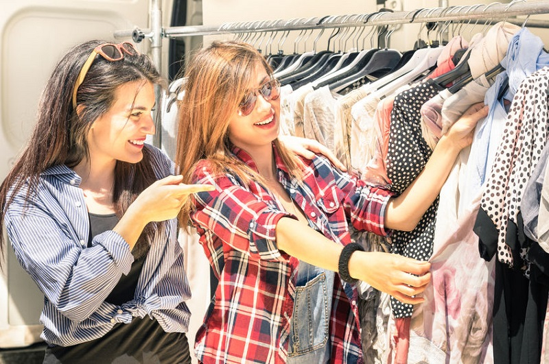How to Shop for the Best Vintage Clothes