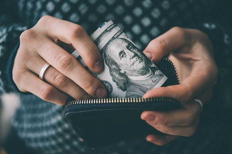 Reasons Why You Should Stop Using Cash Today