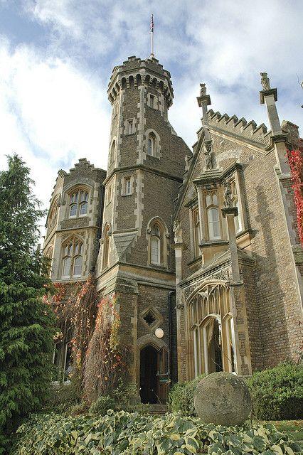 oakley-court